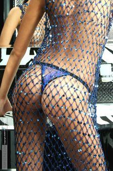 Эро Паулина Андреева позирует топлесс фото #5