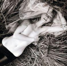 Голые сиськи Светланы Ходченковой в журнале Playboy фото #6
