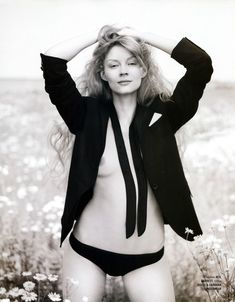 Голые сиськи Светланы Ходченковой в журнале Playboy фото #7