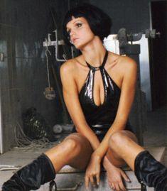 Певица Слава засветила сиськи в журнале «Пингвин» фото #6