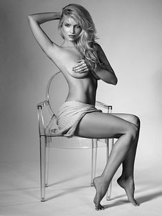 Голая попа Татьяны Котовой в журнале «Максим» фото #2
