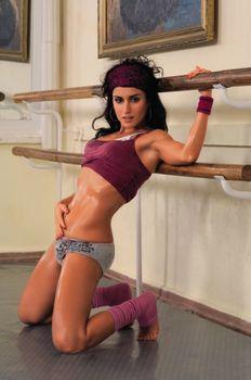 Эротическая фотосессия Тина Канделаки в журнале Maxim фото #5