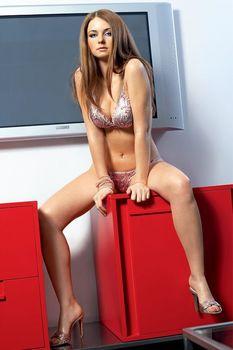 Беременная обнаженная Юлия Волкова в журнале Maxim фото #2