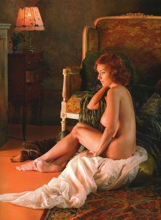 Юлия Зимина показала голые сиськи в журнале «Караван историй» фото #1