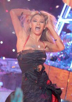 Вера Брежнева засветила сиську на съёмках мюзикла «Карнавальная ночь» фото #1