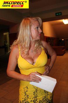 Глубокое декольте Елены Кондулайнен в шикарном платье фото #2