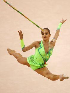 Красотка Ирина Чащина демонстрирует супер растяжку на чемпионатах фото #8