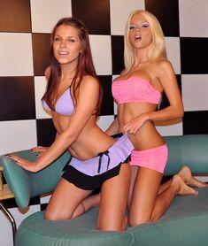 Катя Самбука с голыми сиськами забавляется с подружкой фото #12