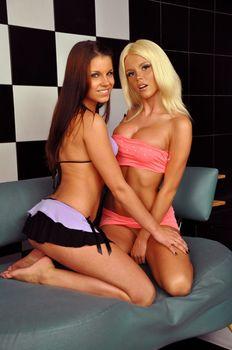 Катя Самбука с голыми сиськами забавляется с подружкой фото #13
