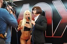 Катя Самбука показала голую грудь и попу на London - Miami - Tokyo фото #2