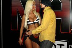 Катя Самбука показала голую грудь и попу на London - Miami - Tokyo фото #4