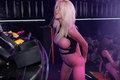 Катя Самбука оголилась на концерте в Перми фото #11