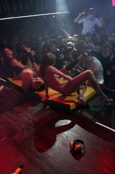 Катя Самбука оголилась на концерте в Перми фото #13