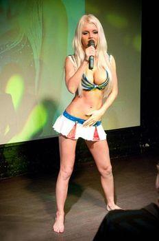 Катя Самбука раздевается на Шоу фото #1