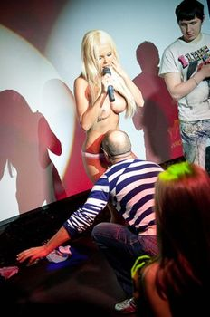 Катя Самбука раздевается на Шоу фото #23