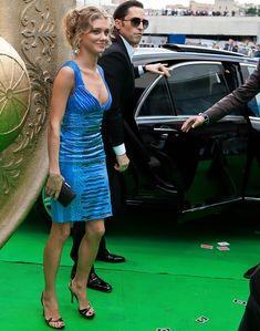 Глубокое декольте Кристины Асмус на церемонии «Муз ТВ» фото #2