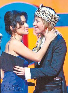 Эротические фото поцелуя Ксении Собчак на церемонии вручения премии «Человек года» фото #4