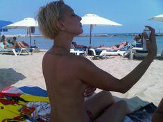 Голая грудь Леры Кудрявцевой на пляже фото #2