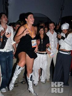 Лолита Милявская случайно засветила грудь во время танца фото #2