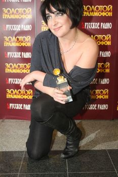 Открытое декольте Лолиты Милявской на вручении премии «Золотой Граммофон» фото #4