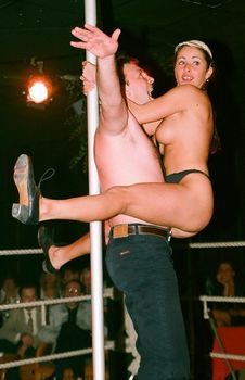 Любовь Тихомирова разделась в Стрип-клубе фото #4