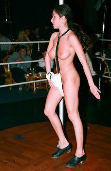 Любовь Тихомирова разделась в Стрип-клубе фото #8