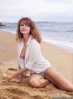 Любовь Толкалина обнажилась на пляже фото #1