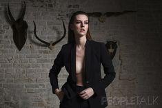 Лянка Грыу без лифчика в пиджаке фото #1