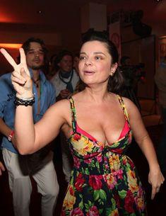 Наташа Королёва засветила сосок в клубе фото #3