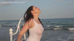 Наташа Королёва засветила грудь в мокрой майке фото #2