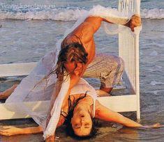 Наташа Королёва засветила грудь в мокрой майке фото #7