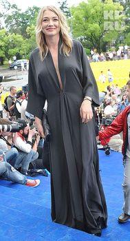 Оксана Акиньшина с торчащими сосками на фестивале «Кинотавр» фото #1