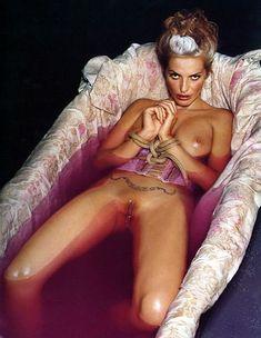 Полностью голая Ольга Родионова в The Book of Olga фото #6