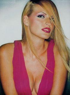 Ольга Родионова засветила голую грудь в FHM фото #3