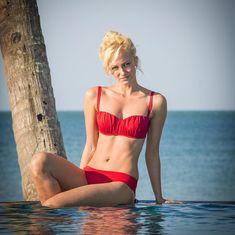 Полина Максимова в красном купальнике фото #2