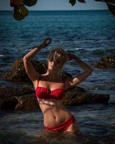 Полина Максимова в красном купальнике фото #3