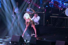 Светлана Лобода танцует стриптиз для фаната фото #2