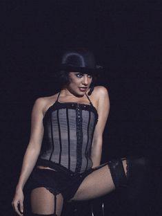 Светлана Светикова в эротическом белье на сцене фото #1