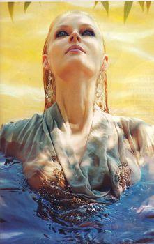 Светлана Ходченкова засветила соски в журнале L'Officiel фото #1