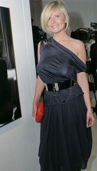 Татьяна Арно без бюстгальтера в платье фото #1