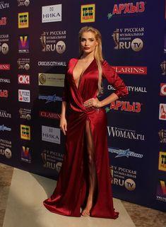 Декольте Татьяны Котовой на премии «Золотой Самовар» фото #2