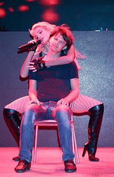 Татьяна Котова в откровенном наряде на концерте в Турции фото #12