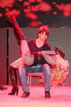 Татьяна Котова в откровенном наряде на концерте в Турции фото #16