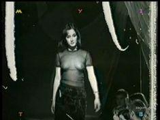 Засвет груди Тины Канделаки на показе Morgan Manhattan фото #3