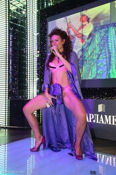 Развратный танец Эвелины Блёданс в белье фото #2