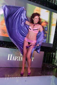 Развратный танец Эвелины Блёданс в белье фото #3