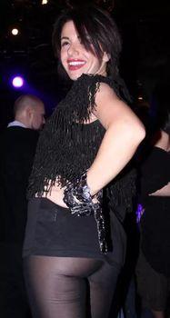Юлия Волкова засветила попку в коротком платье фото #3