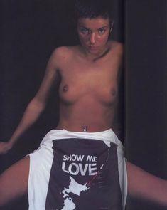 Юлии Волковой показала голую грудь для Show me love фото #1