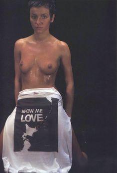 Юлии Волковой показала голую грудь для Show me love фото #5