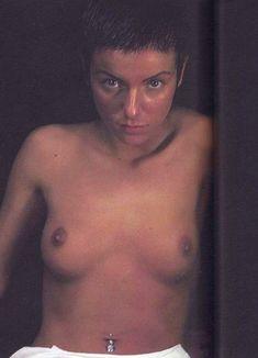 Юлии Волковой показала голую грудь для Show me love фото #6